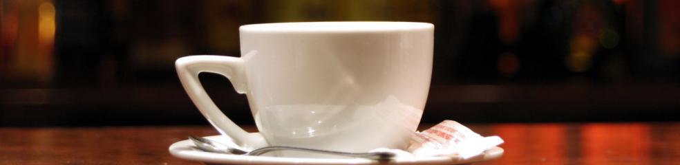 tasse de thé sur table