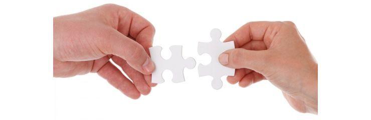 deux mains connectées