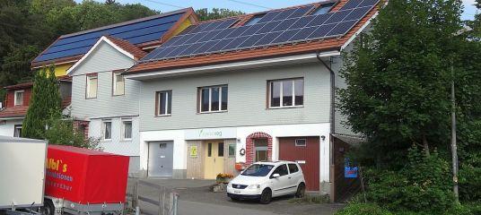 Swissveg-Gebäude ganz